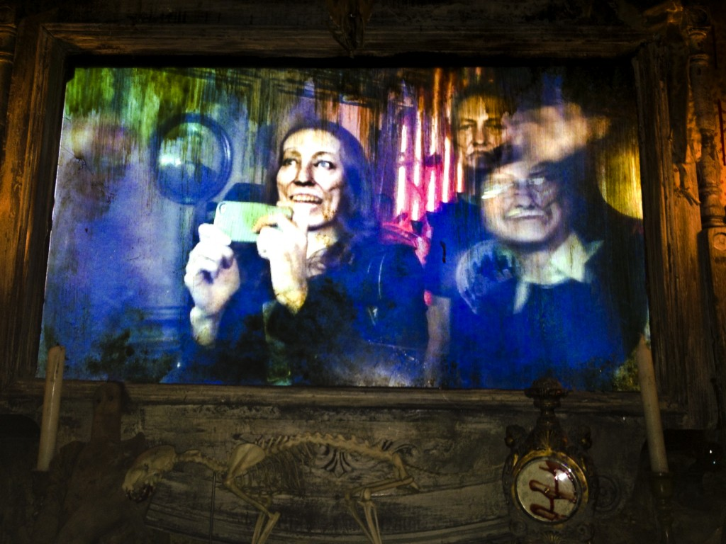 Blood Manor Haunted Hoouse 2012 zombie mirror
